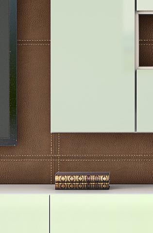 A individualidade de cada peça é possível com a aplicação de materiais exclusivos como couro e vidros especiais.