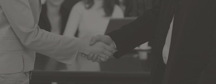 Prezar sobretudo pela confiança adquirida ao longo do tempo, pela honestidade e transparência na tomada de decisões.
